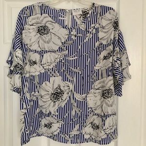 Floral Blouse with a Ruffle Short Sleeves